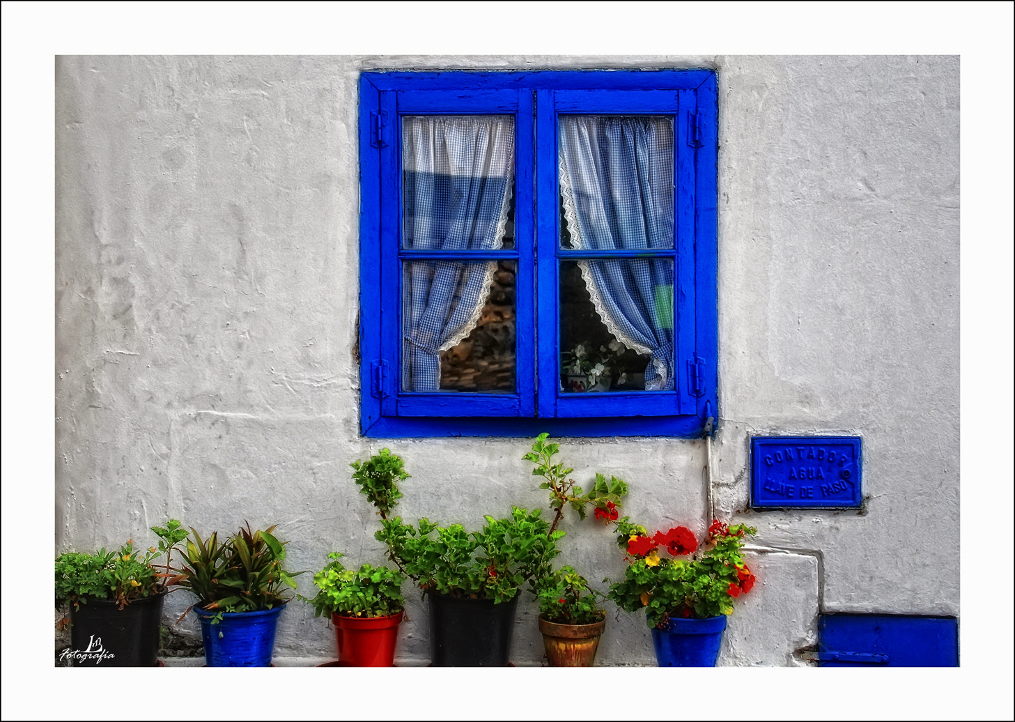 Photograph Blue and white by Manuel Lancha on 500px