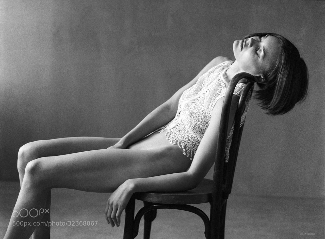 Photograph Another self abandon, elle studio art nude neuchâtel by Fabien Queloz on 500px