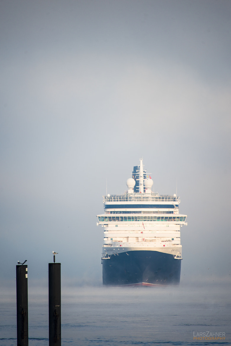 Photograph Queen Victoria arriving in Hamburg harbor by Lars Zahner on 500px