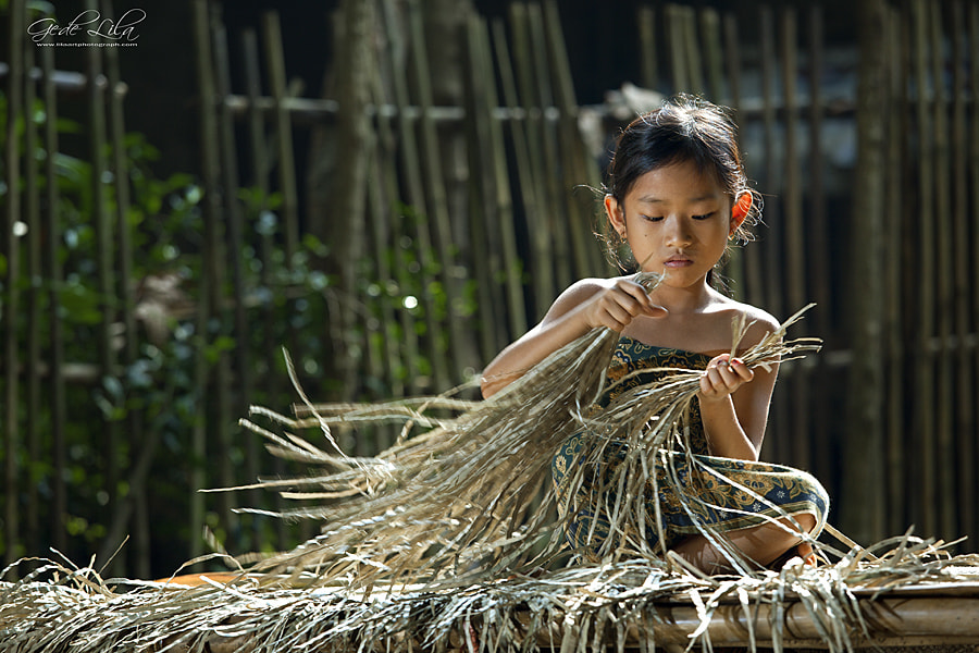 Photograph Prepare Plaiting Materials by I Gede Lila Kantiana on 500px