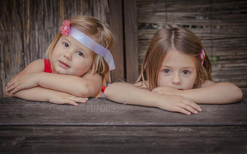 Photograph sisters by Elina Lessin on 500px