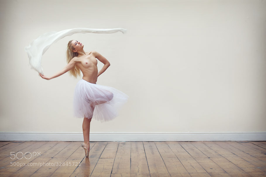 Photograph En Pointe by Niall Brownen on 500px