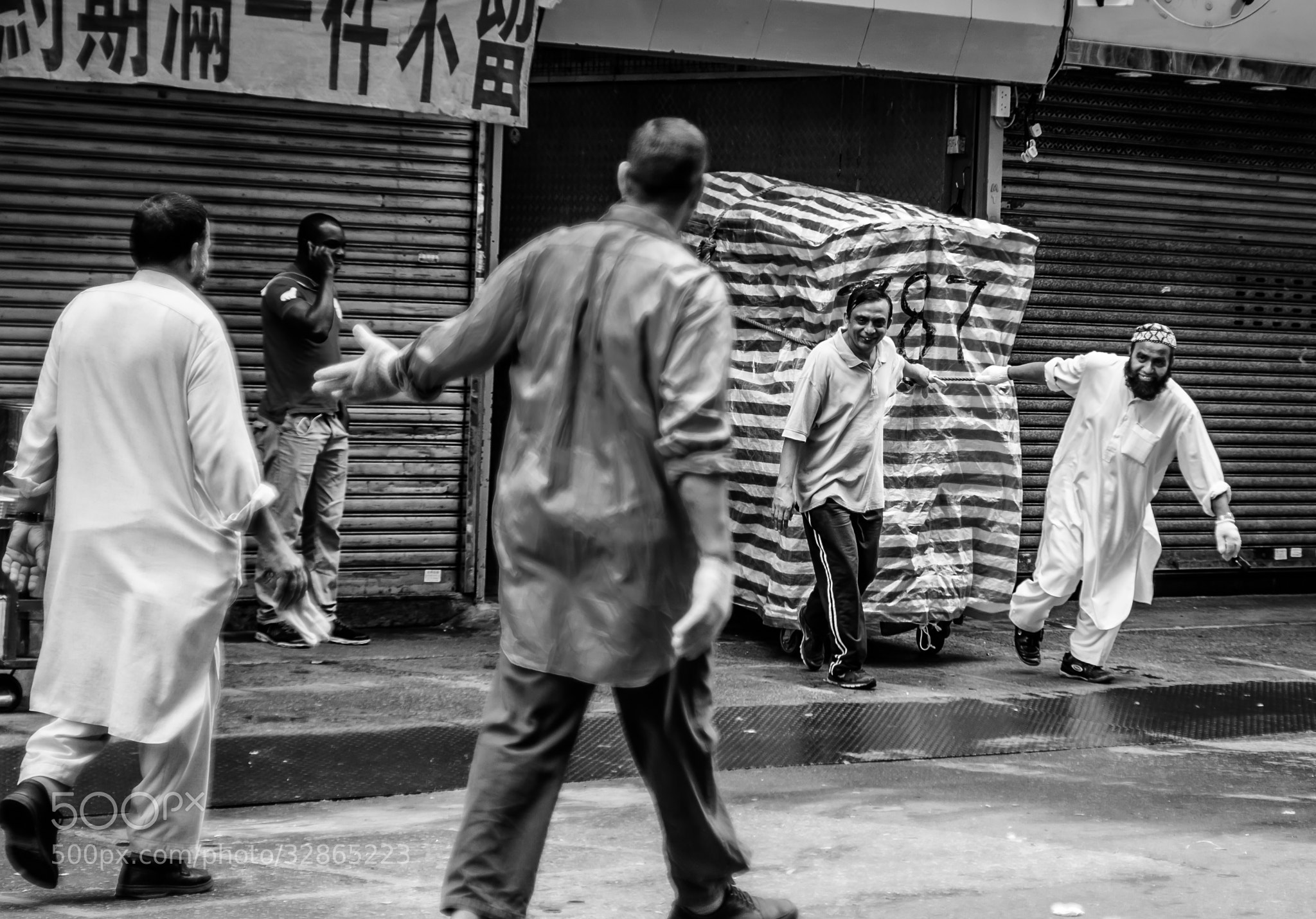 Photograph 香港街頭''greeting'' by stephen ng on 500px