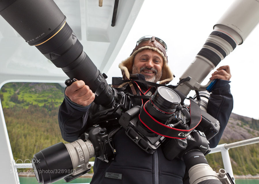A photographer with many DSLR cameras