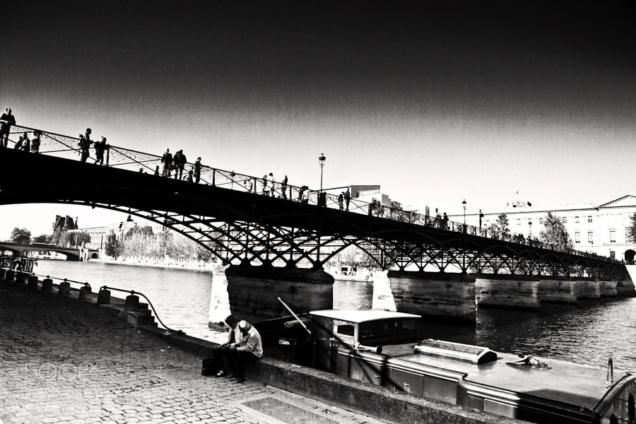 Photograph Le pont des arts. by Laurence Penne on 500px