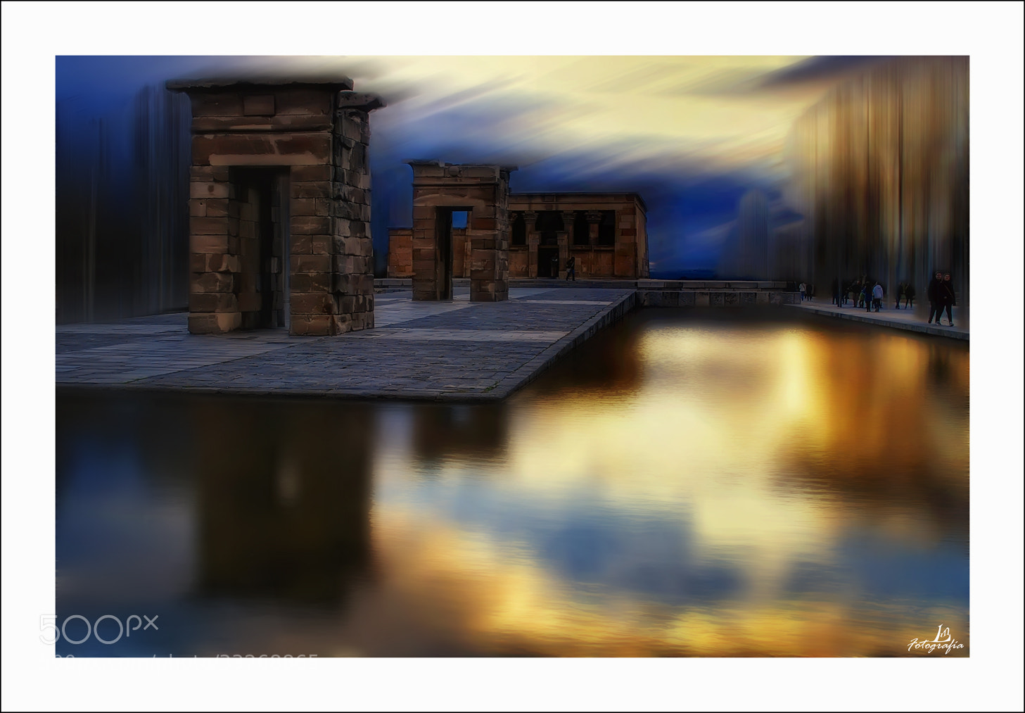 Photograph Dreaming in the Temple of Debod by Manuel Lancha on 500px
