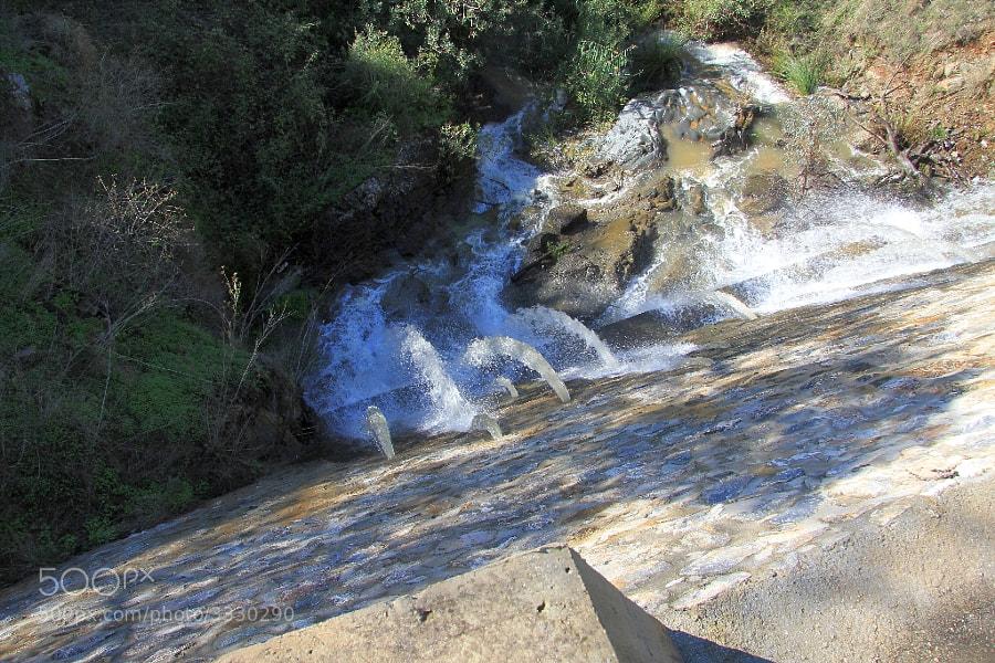 Para impedir las grandes avalanchas de agua, todo el arroyo esta lleno de presas, que facilitan un descenso más pausado.