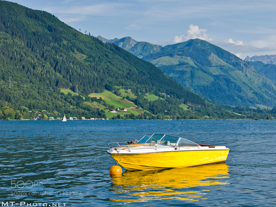 Yellow Boat at lake zell am see
