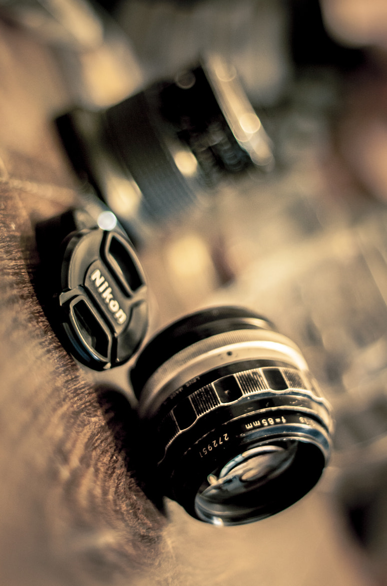 Photograph Nikon Nikkor-H 85mm f1.8 non-ai & Blur Friend! by Mariano Gila on 500px