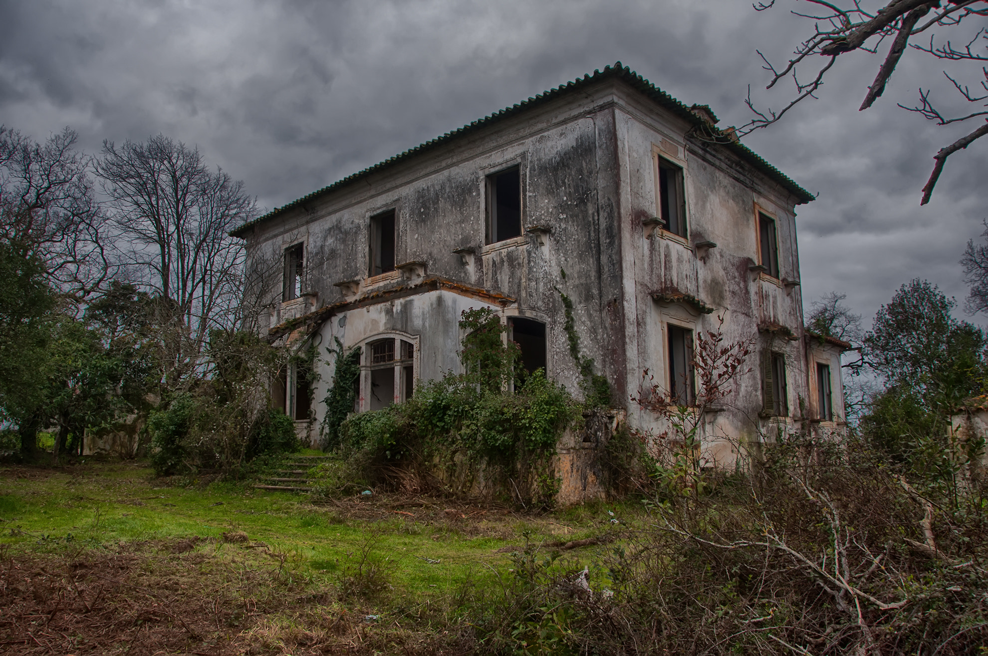 Photograph The abandoned house by Jorge Orfão on 500px