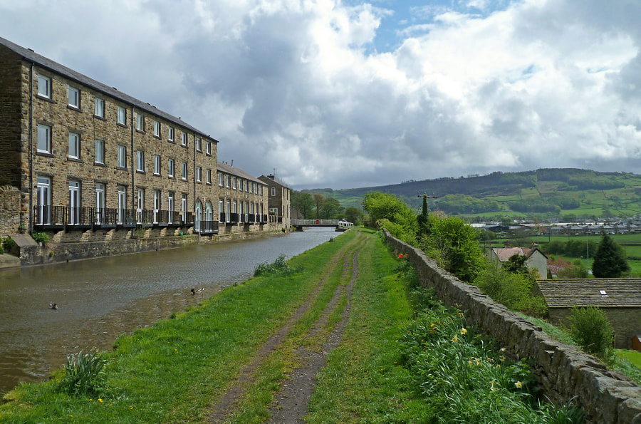 Leeds and Liverpool Canal at Farnhill