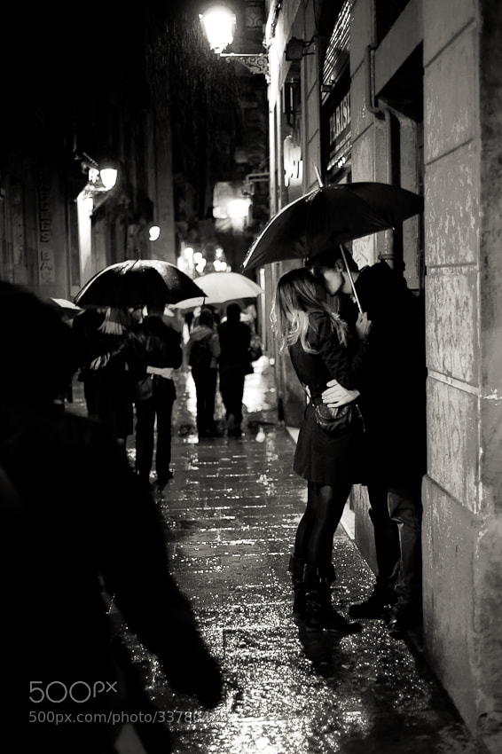 Photograph lovers in the rain by Ian RP on 500px