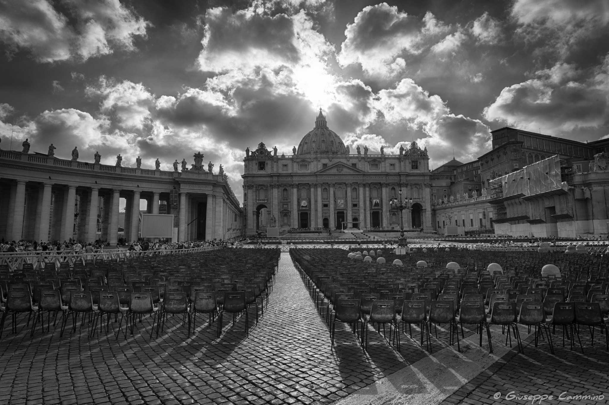 Photograph St. Peter's Basilica - Waiting for the believers by Giuseppe Cammino on 500px