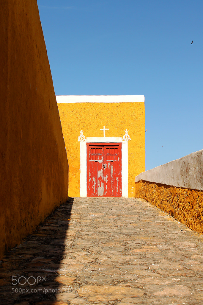 Photograph La puerta roja by Emmanuel  Maza on 500px