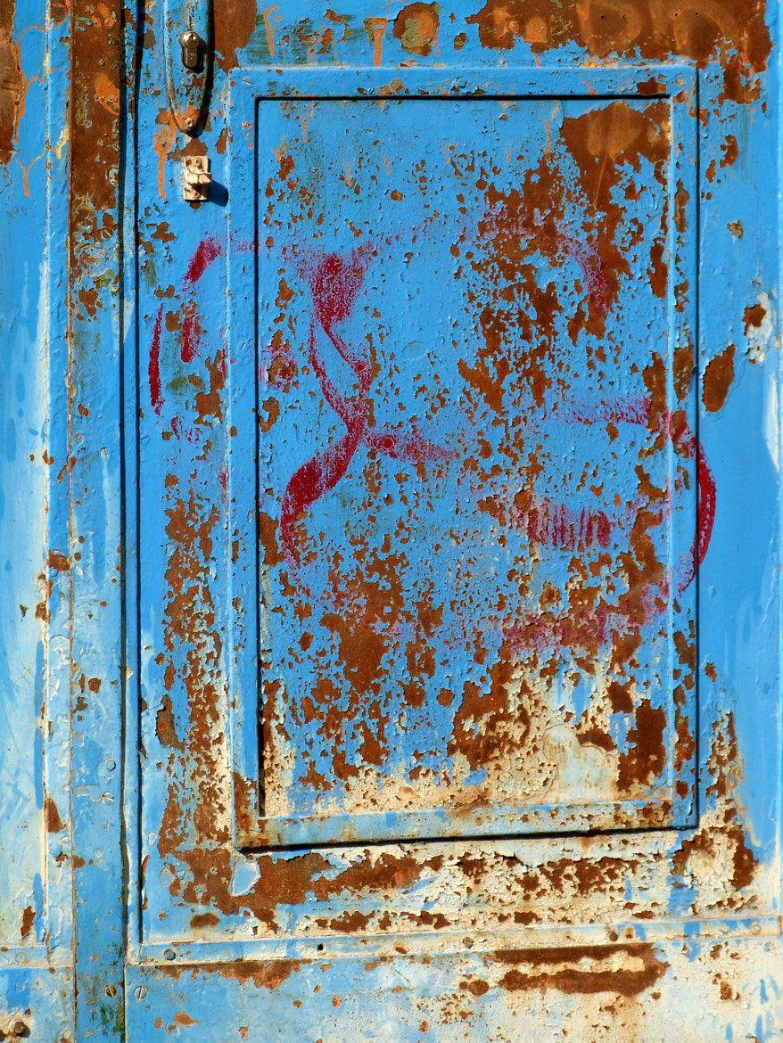 Photograph Old rusty door by Florence Guichard on 500px