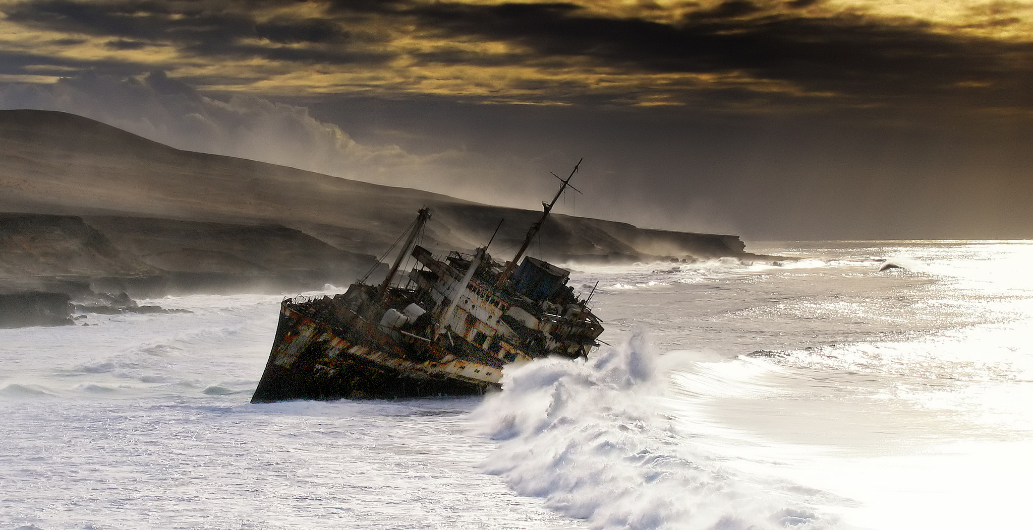 Photograph American Star shipwreck by Pedro López Batista on 500px