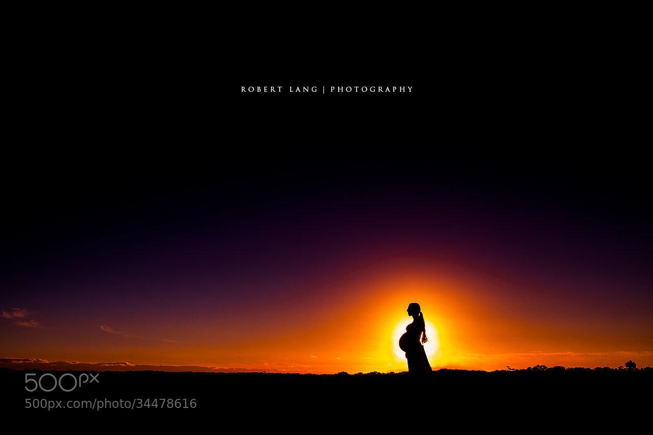 Photograph Pregnant mother silhouette by Robert Lang on 500px