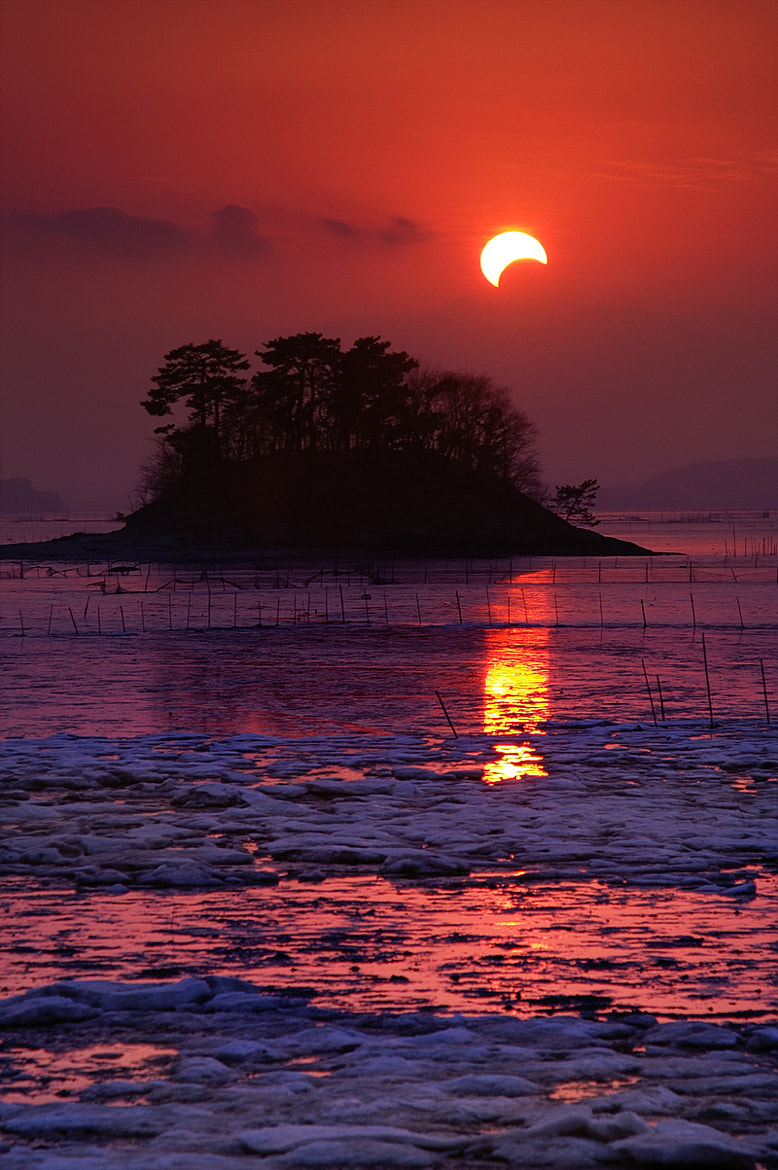 Photograph eclipse of the sun  by HeungSoon on 500px