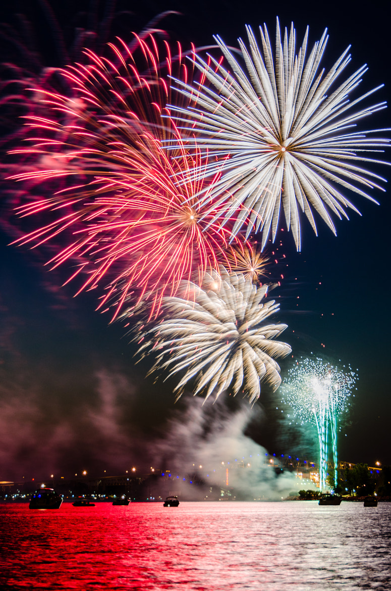 Photograph Fireworks (iii) by Laurens Kaldeway on 500px
