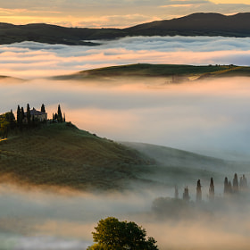 Travel Photography: Golden Sunrise in Tuscany by Benjamin Thieme