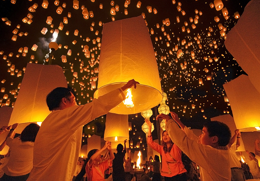 Floating Lanterns Festival  by Puchong Pannoi on 500px.com