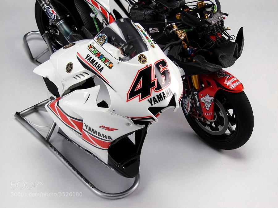 Scale model of YAMAHA YZR-M1motoGP race mashine №46 Valentino Rossi scale 1/12