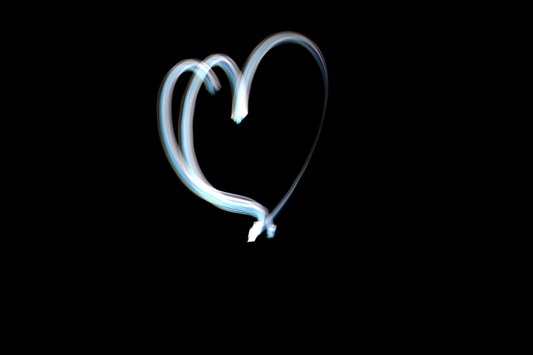 Photograph Light painting heart by Johnny Mendes on 500px
