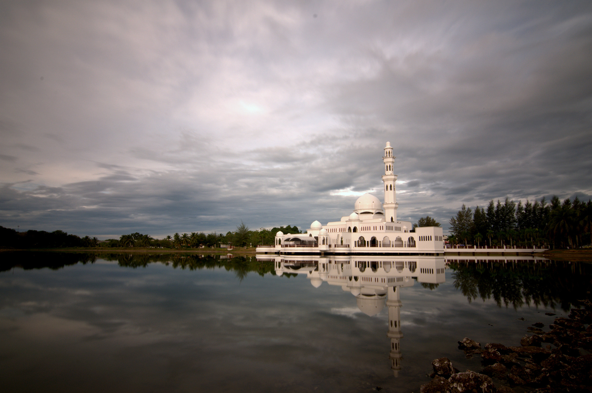 Photograph the Tengku Tengah Zaharah Mosque, which is also referred to as the Floating Mosque (Masjid Terapung) by mradz radz on 500px