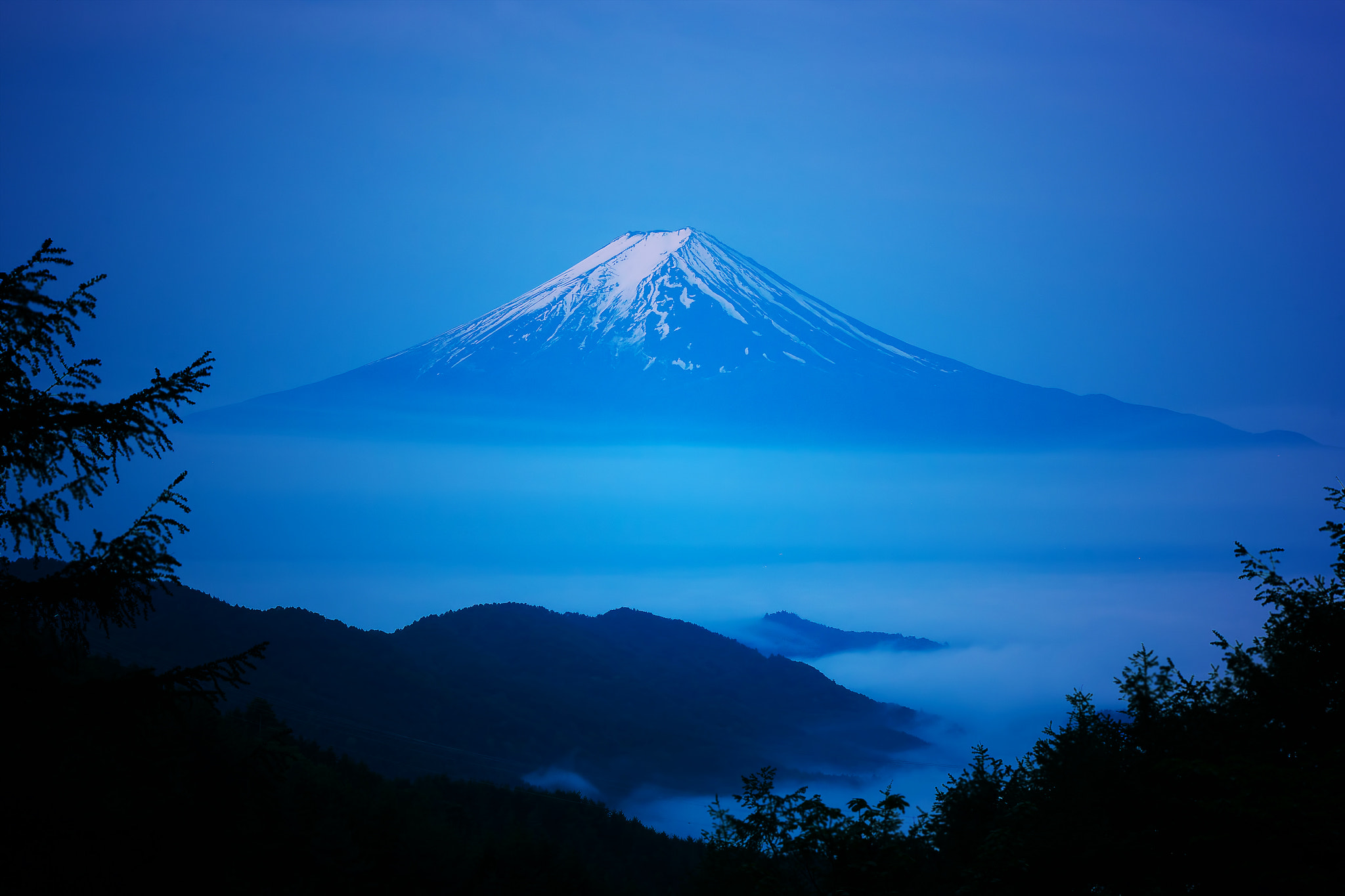 Photograph Mt.Fuji over the sea of cloud by MIYAMOTO Y on 500px