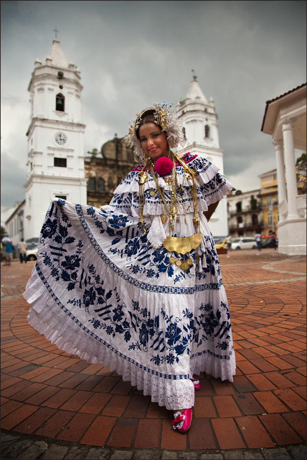 Photograph Panameña en Pollera. by Wanderingval :-)  on 500px