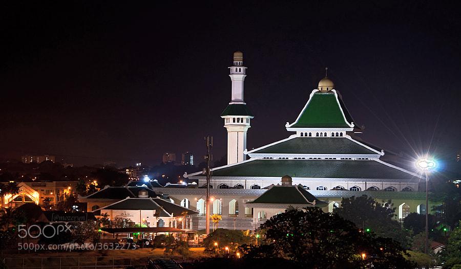 Photograph masjid al-azim, Melaka by artakus mozeryn on 500px