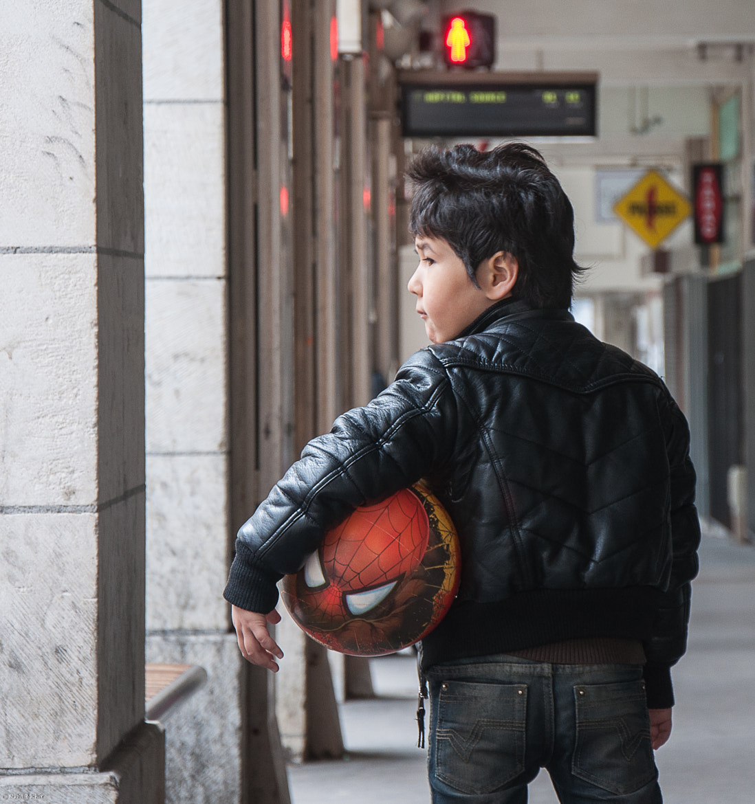 Photograph A small man in the city  by Nabil BACHIR-CHERIF on 500px