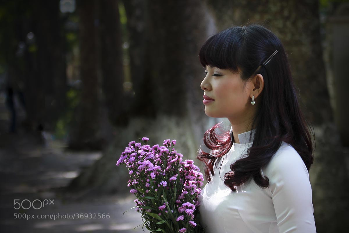 Photograph Woman & Flower by Tuan Nguyen Anh on 500px