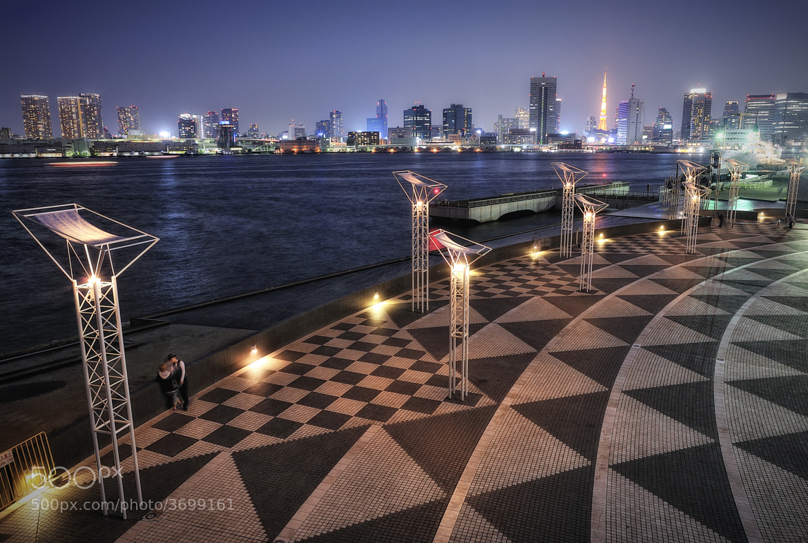 Photograph Lovers' Curved Planes of Lights by Dr. Akira TAKAUE on 500px