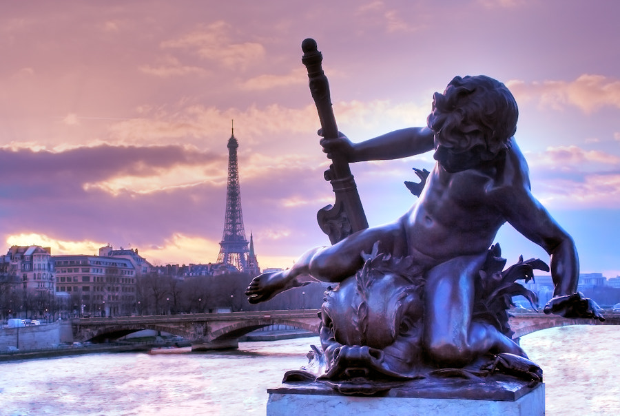 Statut Eiffel Tower