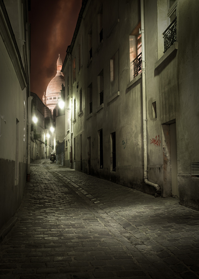 Photograph A street in Montmartre II Paris by Ramelli Serge on 500px