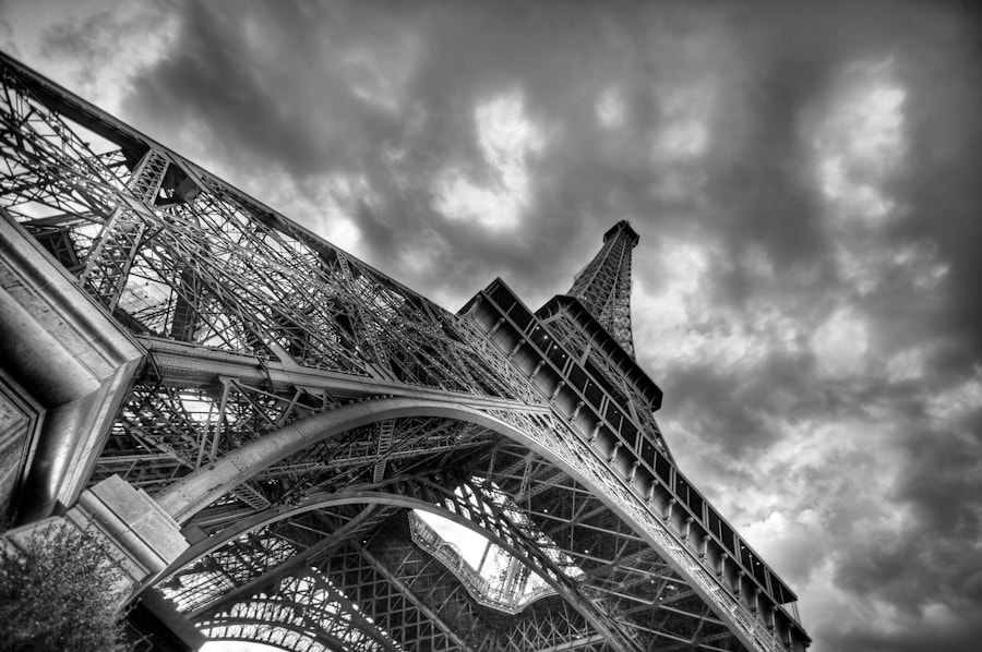 The Eiffel tower black and white II