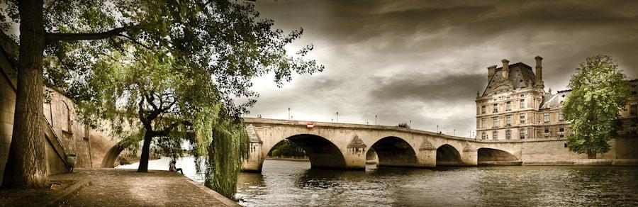 The Louvre bridge in Paris