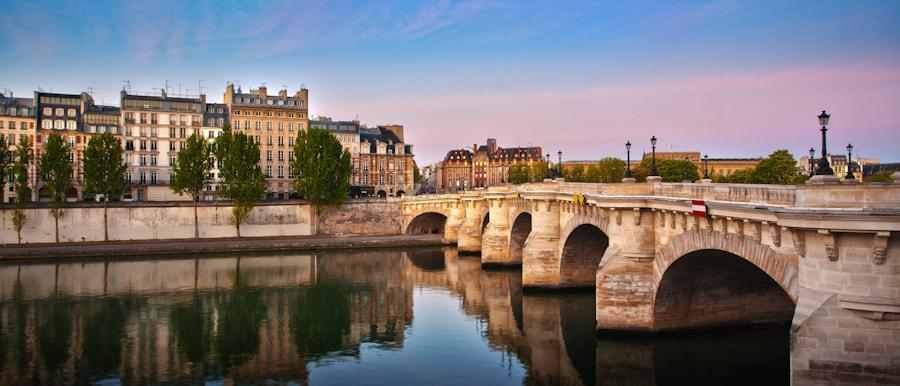 The bridge Pont neuf early Morning
