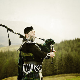 A Piper playing at the Head of Glencoe, what a welcome on a wet Saturday afternoon