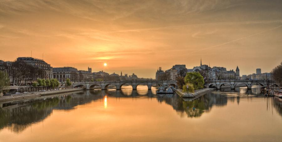 Sunrise on the Pont Neuf bridge paris