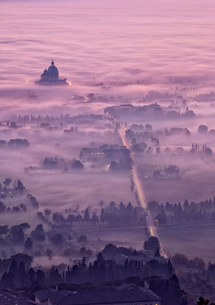 Photograph Assisi, foggy dusk by Maurizio Rellini on 500px