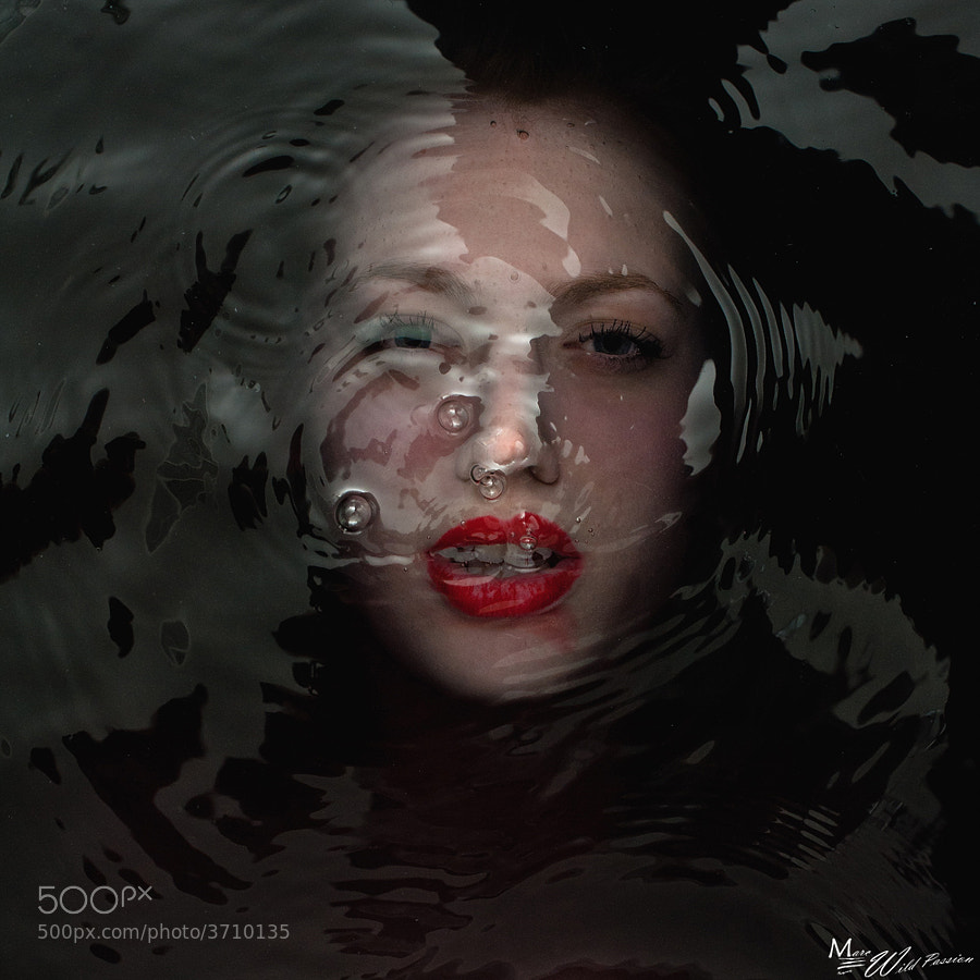 Melodine under water Women Water and colors