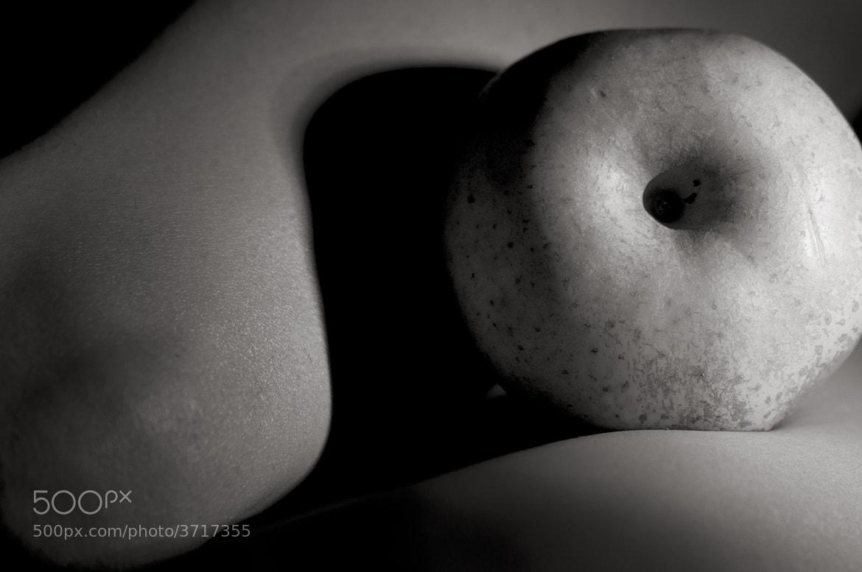 Photograph Fructus corpus, apple serie by Carlos Enrique Hermosilla on 500px