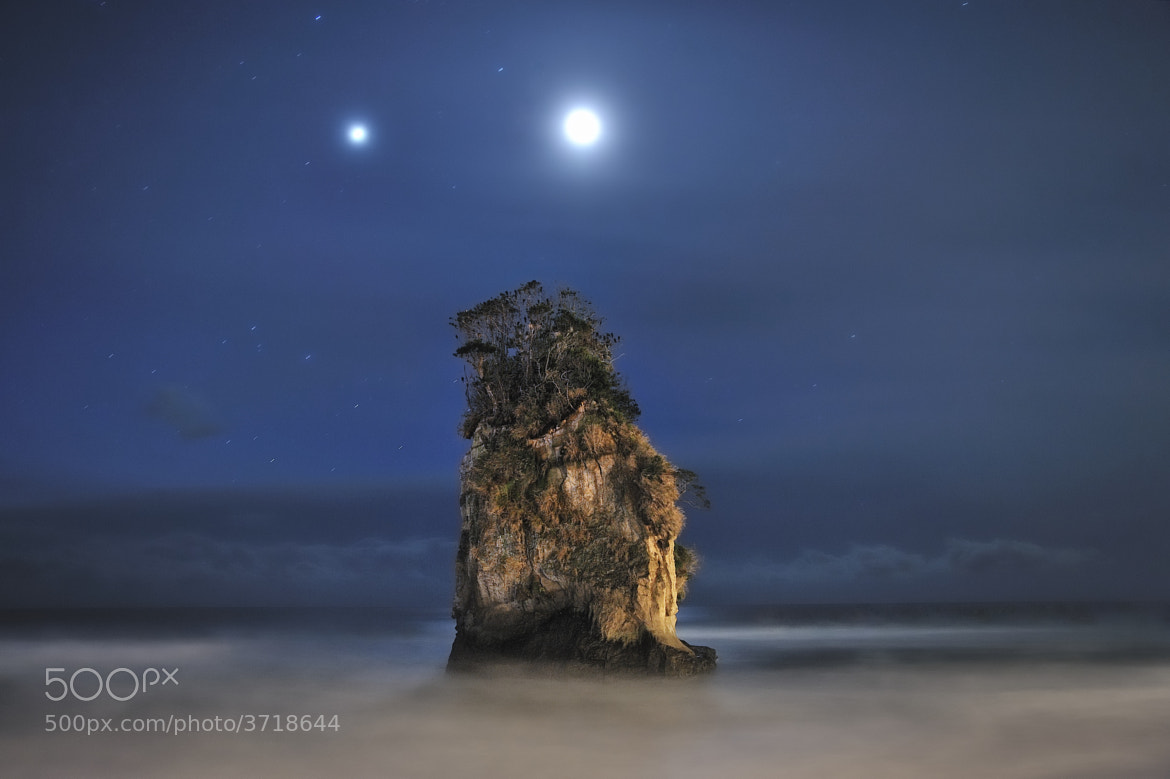 Photograph With the Couple of Jovian and Lunar Lights by Dr. Akira TAKAUE on 500px