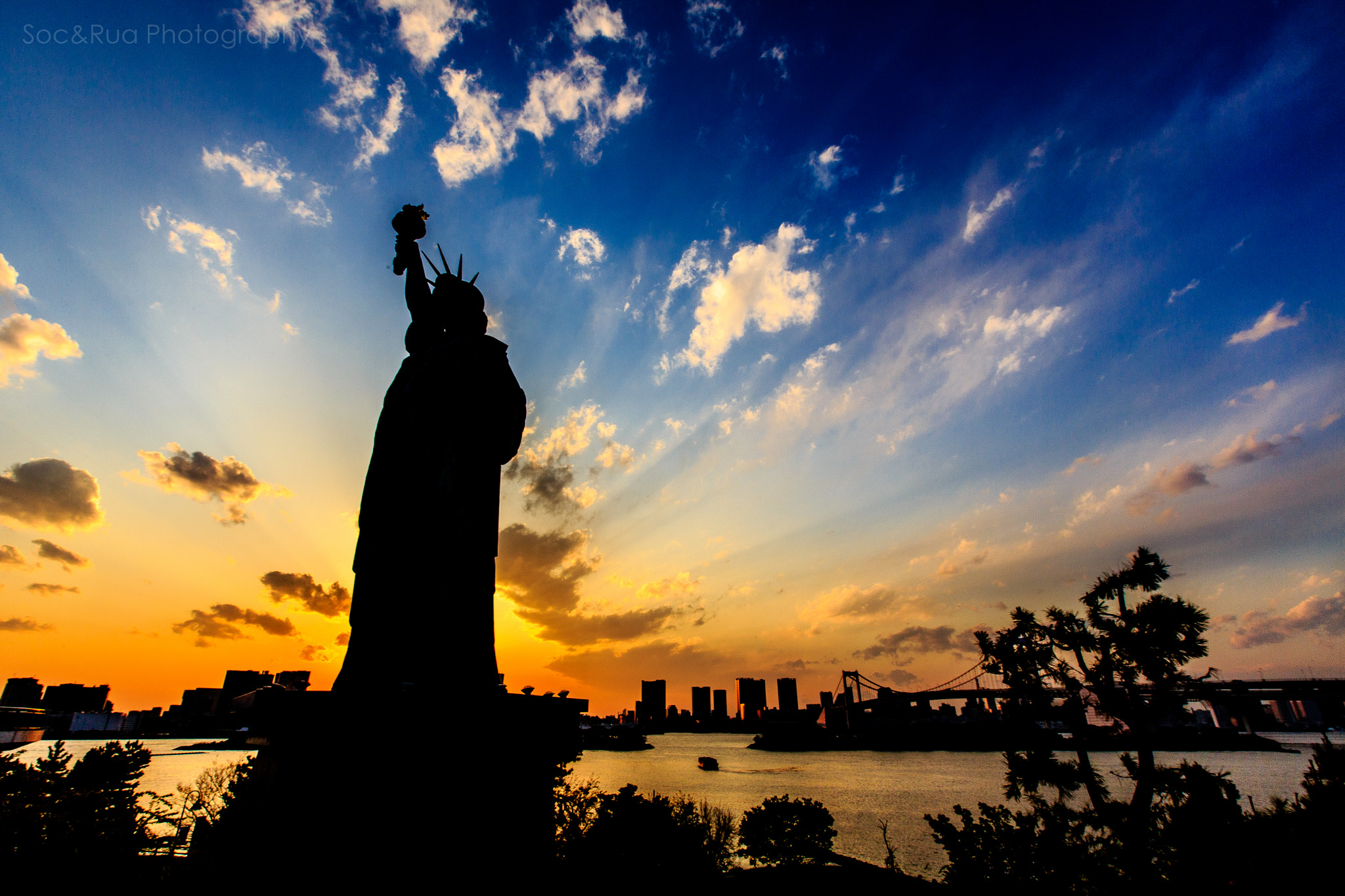Photograph Liberty statue in Odaiba, Tokyo. by Huy Tonthat on 500px