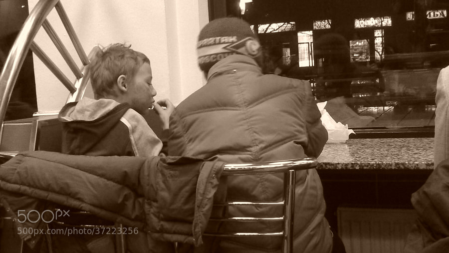 Ужин в ресторане быстрой еды by Victor K. Zhuravlev (ViZhuK)) on 500px.com