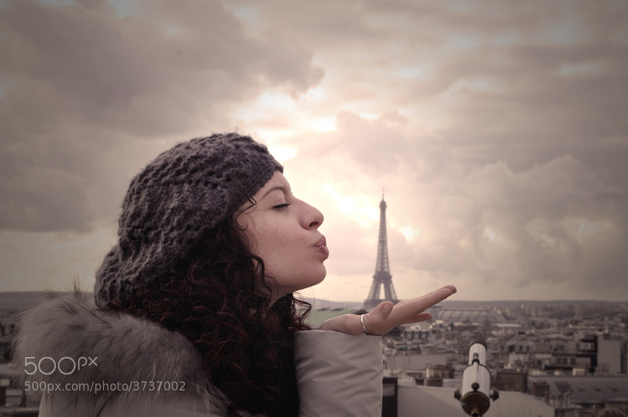 Photograph Paris Kiss by Lala y Bau . on 500px