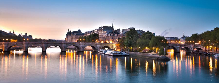 The bridge Pont Neuf early Morning Paris