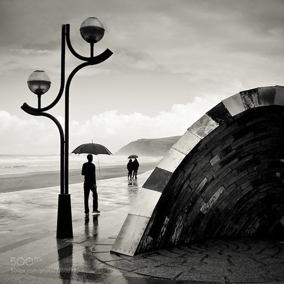 Photograph Strangers in the rain by Fernando Ocaña on 500px
